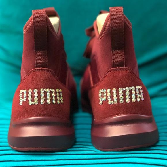 2506b43e5a15 Women s Suede casual Burgundy Puma Sneakers